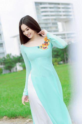 áo dài cổ vuông